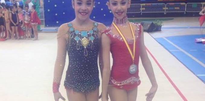 Ángela Martín y Lucía Paiseo, gimnastas del Club Rítmico Colombino.