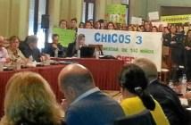 Afectados por la ameneza de cierre de Chicos 3 en el pleno del Ayuntamiento de Huelva