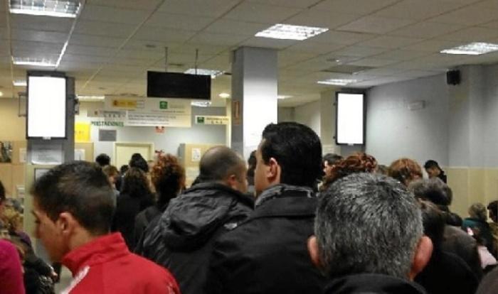 El paro baja en huelva en personas en el primer for Oficina del paro barcelona