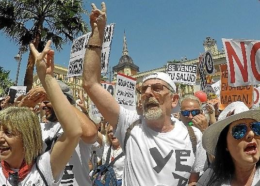 La marea blanca protagoniza su cuarta protesta en Huelva