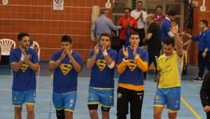 Jugadores del PAN Moguer despidiendo a Sergio Cruzado.
