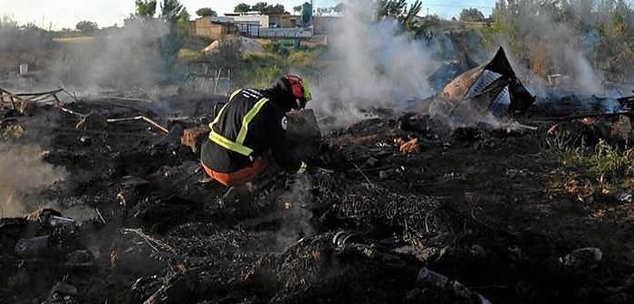 Imagen de archivo de un incendio en el asentamiento chabolistas de Moguer.