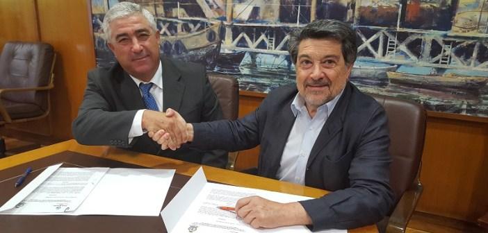 José Miguel Vázquez y Javier Barrero, presidentes del Club Marítimo y Autoridad Portuaria de Huelva.