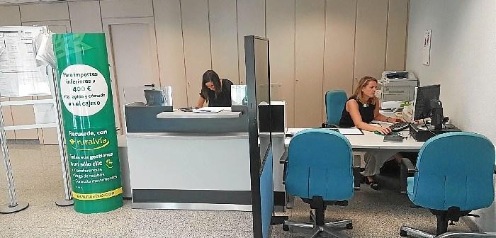 170905. Interior de la nueva oficina de Caja Rural del Sur en Zalamea la Real