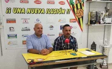 Candi, nuevo entrenador San Roque de Lepe, con Manolo Santana, director deportivo