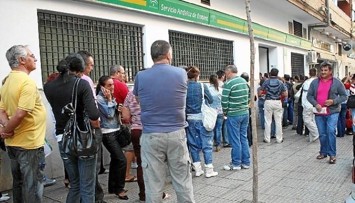Huelva nica provincia andaluza en la que el paro baj en for Oficina de empleo huelva