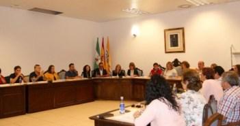 Imagen de archivo de un pleno de octubre en el Ayuntamiento de Isla Cristina.