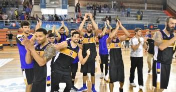 Jugadores del CDB Enrique Benítez celebrando la victoria.