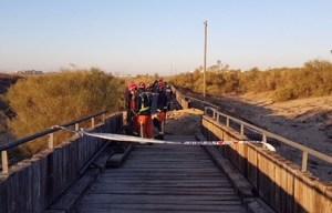 Los bomberos terminan de apagar el incendio en el Paseo Litoral