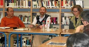 Antonio de Padua, en el centro de la foto, en un encuentro literario den Cartaya.
