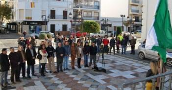 Autoridades y ciudadanos asistieron a la izada de la bandera andaluza