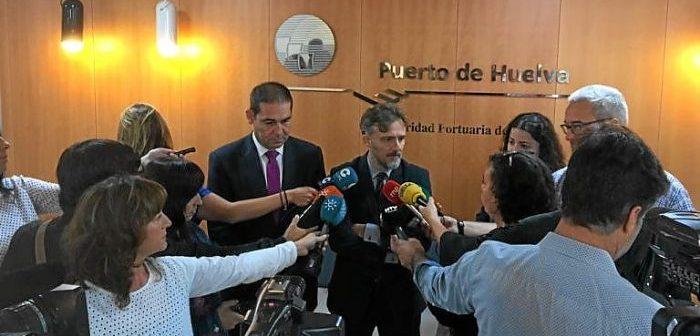 El puerto tiene nuevo presidente, José Luis Ramos, que en la imagen aparece junto al consejero José Fiscal.