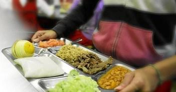 Imagen de archivo de una bandeja de comedor escolar.