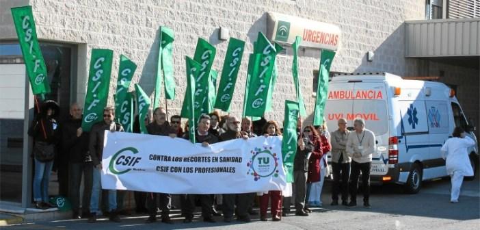 Concentración protesta de CSIF por la situación de las Urgencias en Huelva (1)