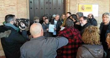 Entrega firmas contra el proyecto de gas  (2)