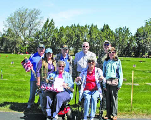 1621 VETERANS HC Manning American Legion placing flags IMG_7406