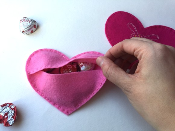 Stitch Love Blog Hop - Felt Heart Pouches from Hugs are Fun