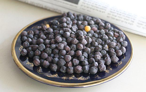 black-hummus1