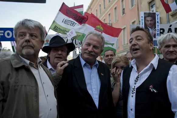 Three important civic supporters of Fidesz László dizmadia (FÖF), András Bencsik (Magyar Demokrata, and Zsolt Bayer (Magyar Hírlap