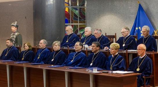 Barnabás Lenkovics in the middle of the upper row