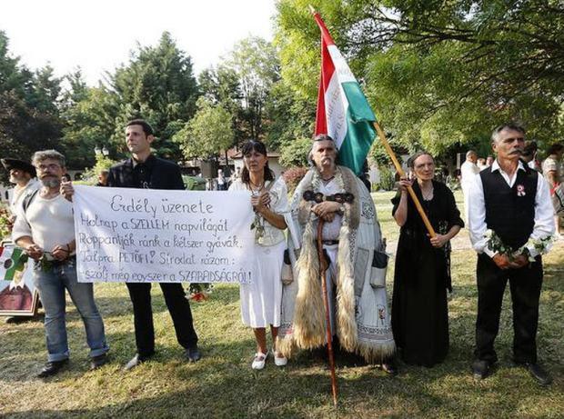 The transylvanian contingent / Nészpabadság / Viktor Veres