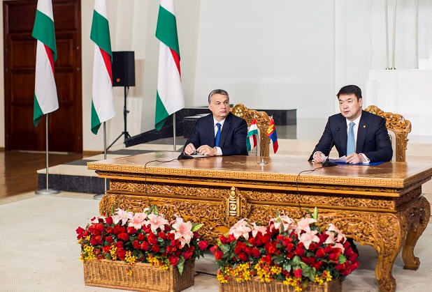 Viktor Orbán and Chimedin give a press conference after their talk