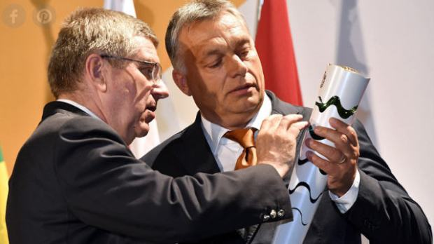 Viktor Orbán receives an Olympic torch as a gift from Thomas Bach, president of ICO