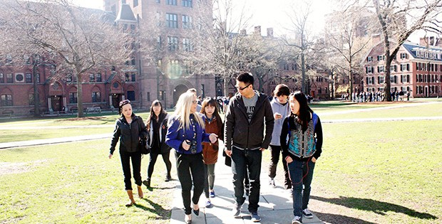 International students go on college tour
