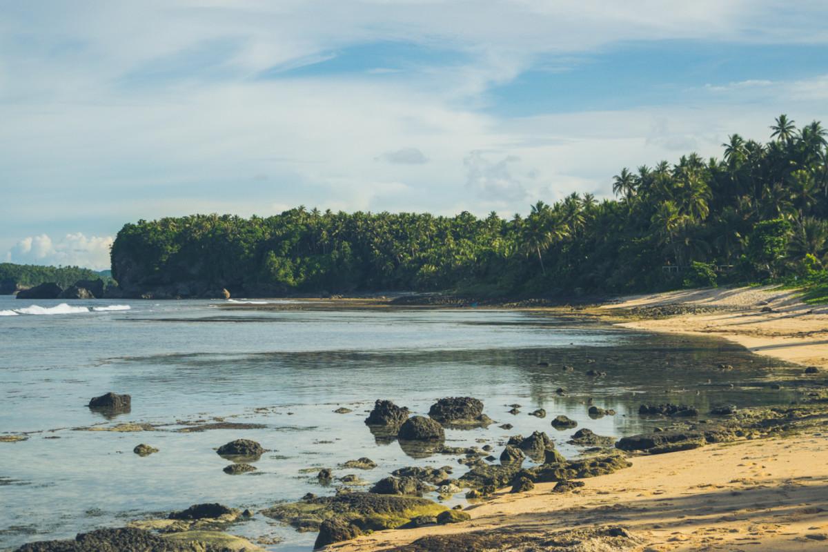 Pláž Magpupungko, okrem stánkou jej nieje čo vytknúť