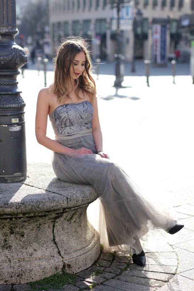 Modeblog Deutschland/ fashion blog germany mit / schulterfreies Kleid/ Brautjungfernkleid/ Abiballkeid/ Abendkleid/ maxi dress. Streetstyle Frankfurt und Outfit.