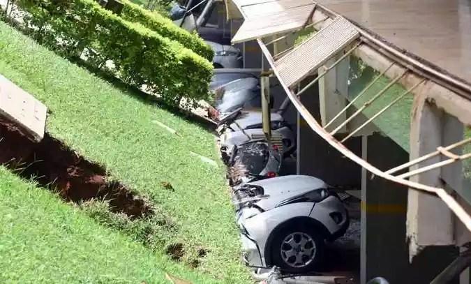 Carros destruídos com desabamento de laje em bloco da 210 Norte(foto: Ed Alves/CB/D.A Press)
