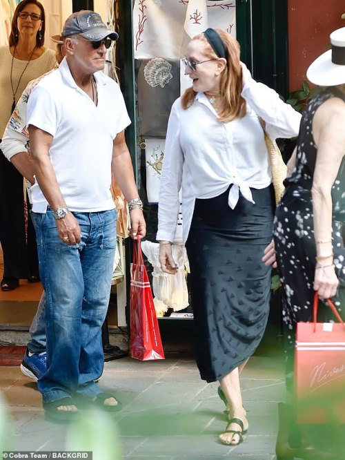 Chat: Bruce looked relaxed as he spent the day with his stunning wife