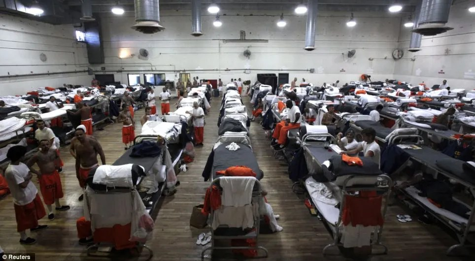 Bursting at the seams: Uncompromising pictures from inside America's overcrowded prison system show the cramped lives lived by more than two million inmates (1/2)