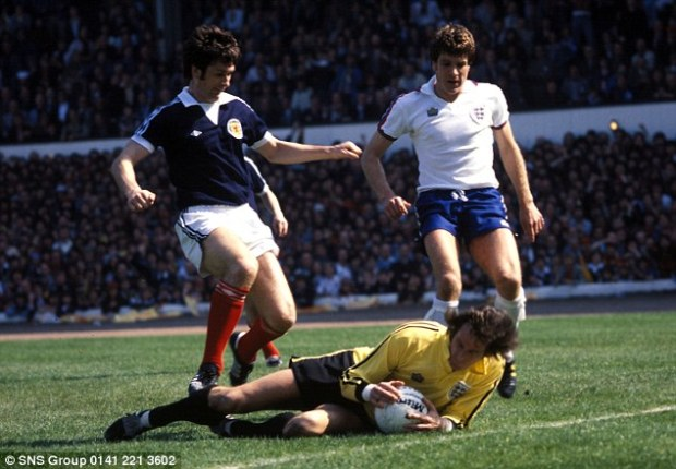 Keeping up with the neighbours: Rioch in action for Scotland in a Home International at Hampden in 1978