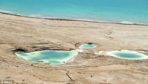 The Dead Sea is drying up at an incredible rate leaving huge chasms of ...