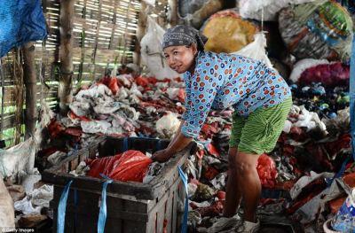 Indonesian women scavenge through rotting rubbish to feed ...
