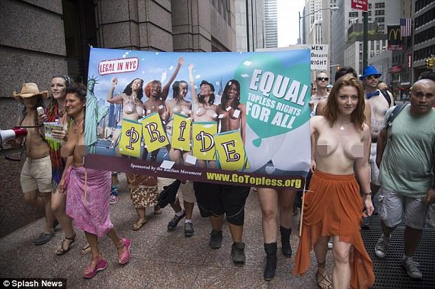 Foto-foto Cewek Pamer Payudara GoTopless Day Kota New York