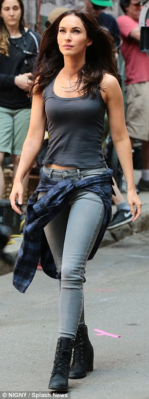 Megan Fox is joined by Laura Linney on set of Teenage Mutant Ninja Turtles 2 | Daily Mail Online