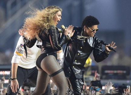 Strutting their stuff: The two stars wore matching clothing for the big time performance