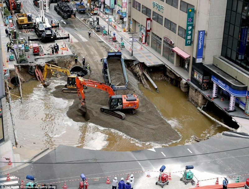 Workers dumped huge amounts of wet cement and sand into the huge hole and fixing electricity, gas and water lines, as shown in this picture taken on Thursday last week