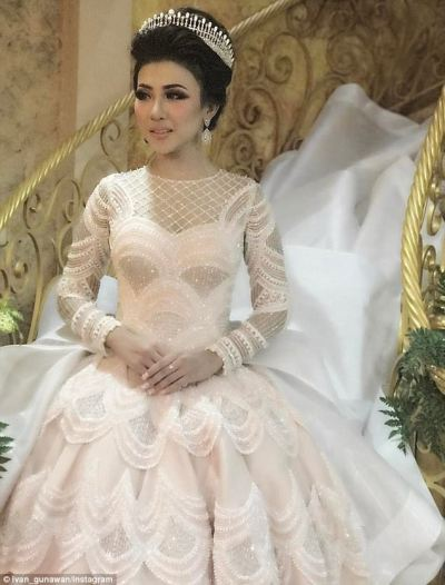 Indonesian bride's wedding gown sparks social media frenzy ...