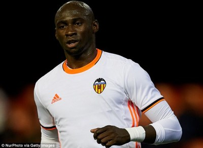 Manchester City defender Eliaquim Mangala in talks over a move to Lyon