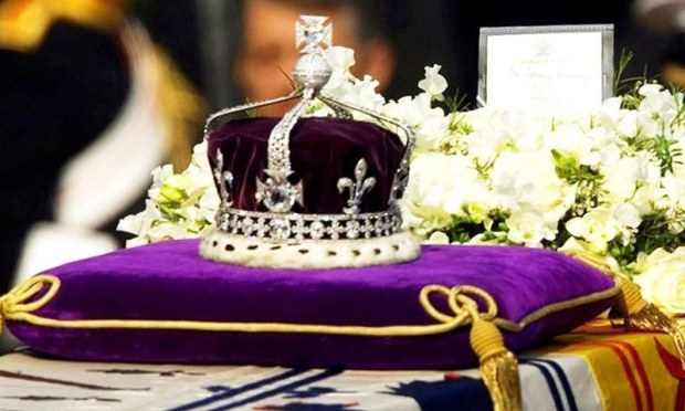 "The Kohinoor, or ""mountain of light,"" diamond, set in the Maltese Cross at the front of the crown made for Britain's late Queen Mother Elizabeth. ─AP/File"