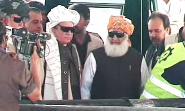 PM Nawaz and JUI-F chief Maulana Fazlur Rehman in Bannu. ─ DawnNews