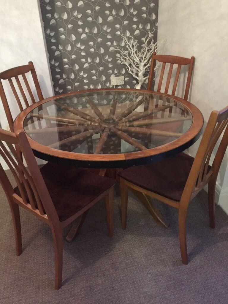 kitchen chairs with wheels Vintage wagon wheel table and4 chairs