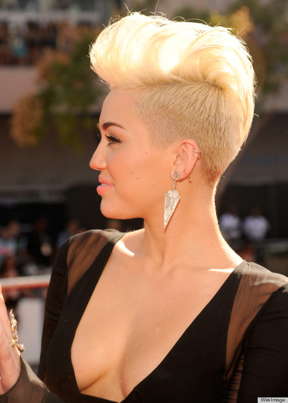 Foto Hot Cut Keke Jpg Miley Cyrus VMA 2012 Dress Features Plunging Cleavage Along With Her x