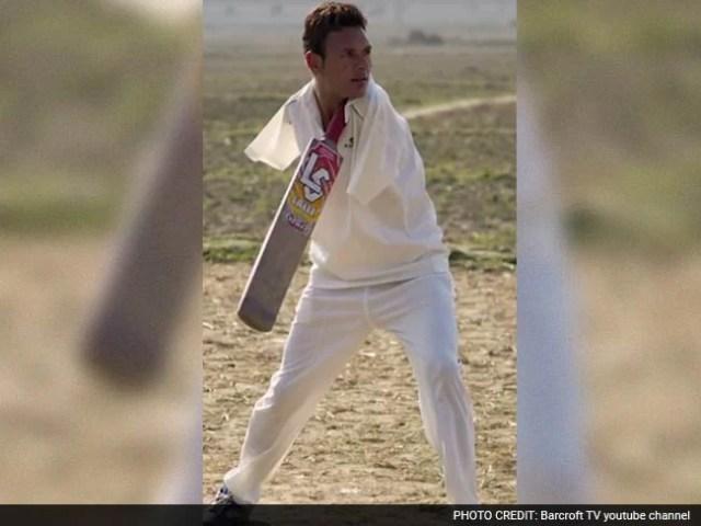 नहीं है दोनों हाथ, फिर भी क्रिकेट खेलते हैं आमिर : देखें, कैसे कर पाते हैं बैटिंग-बॉलिंग...