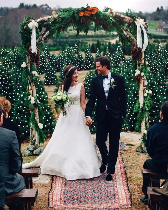 Wedding Altar Wood: 30 Winter Wedding Arches And Altars To Get Inspired