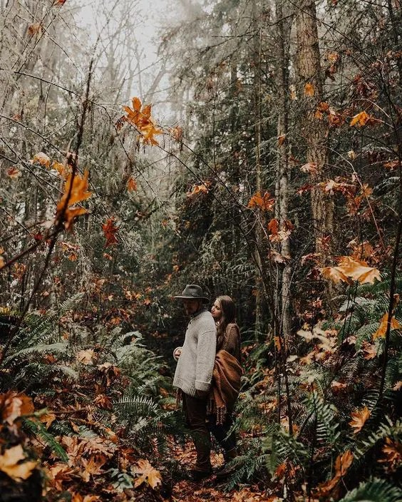 hint on your boho woodland wedding with your engagement photos