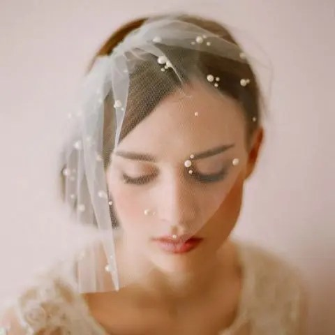 a short pleated pearl wedding veil is a chic idea for every bride who wants a vintage feel